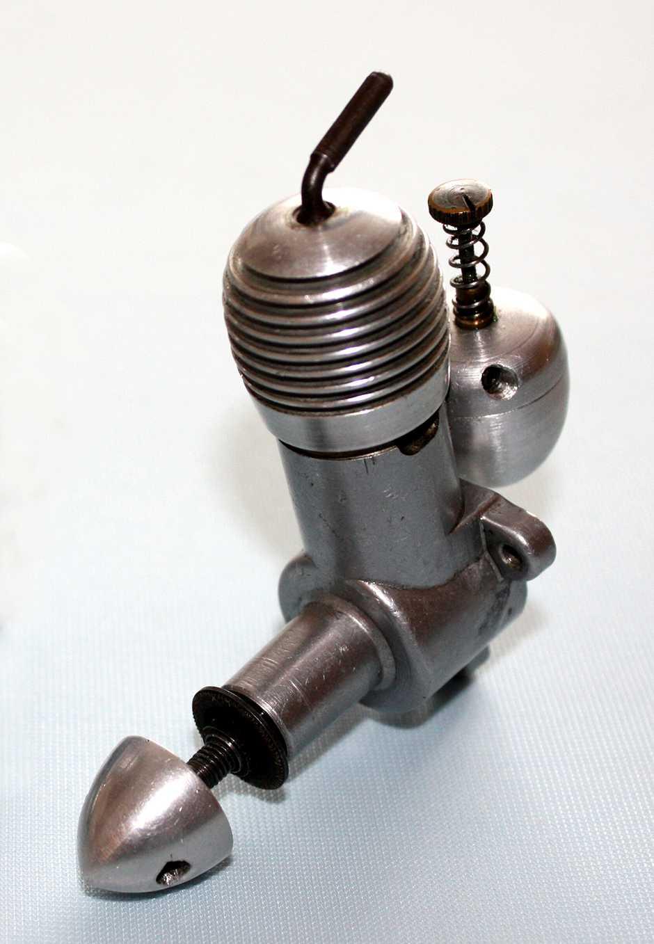 Foto č. 7 - Originál motoru SUPER ATOM z roku 1946