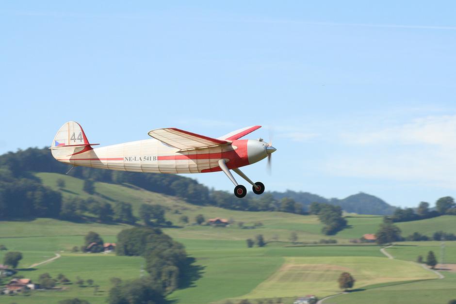 NE-LA 541 B in flight